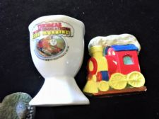 COLLECTABLE THOMAS THE TANK ENGINE EGG CUP GOOD MORNING + TRAIN FRIDGE MAGNET